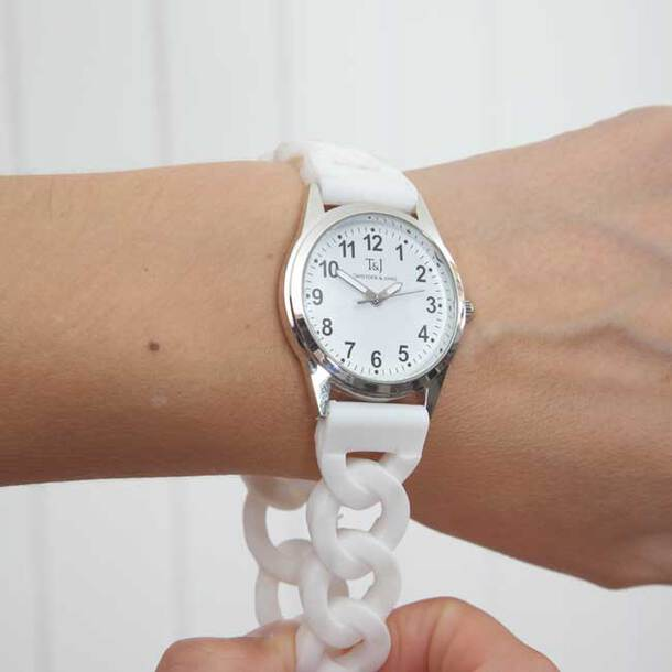 Easy-To-Read Stretch Band Watch